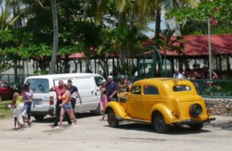 Cuba que a la vez es centro recreativo para el turismo nacional e internacional , consta con bar restauran flotante ,discotecas, y parrilladas